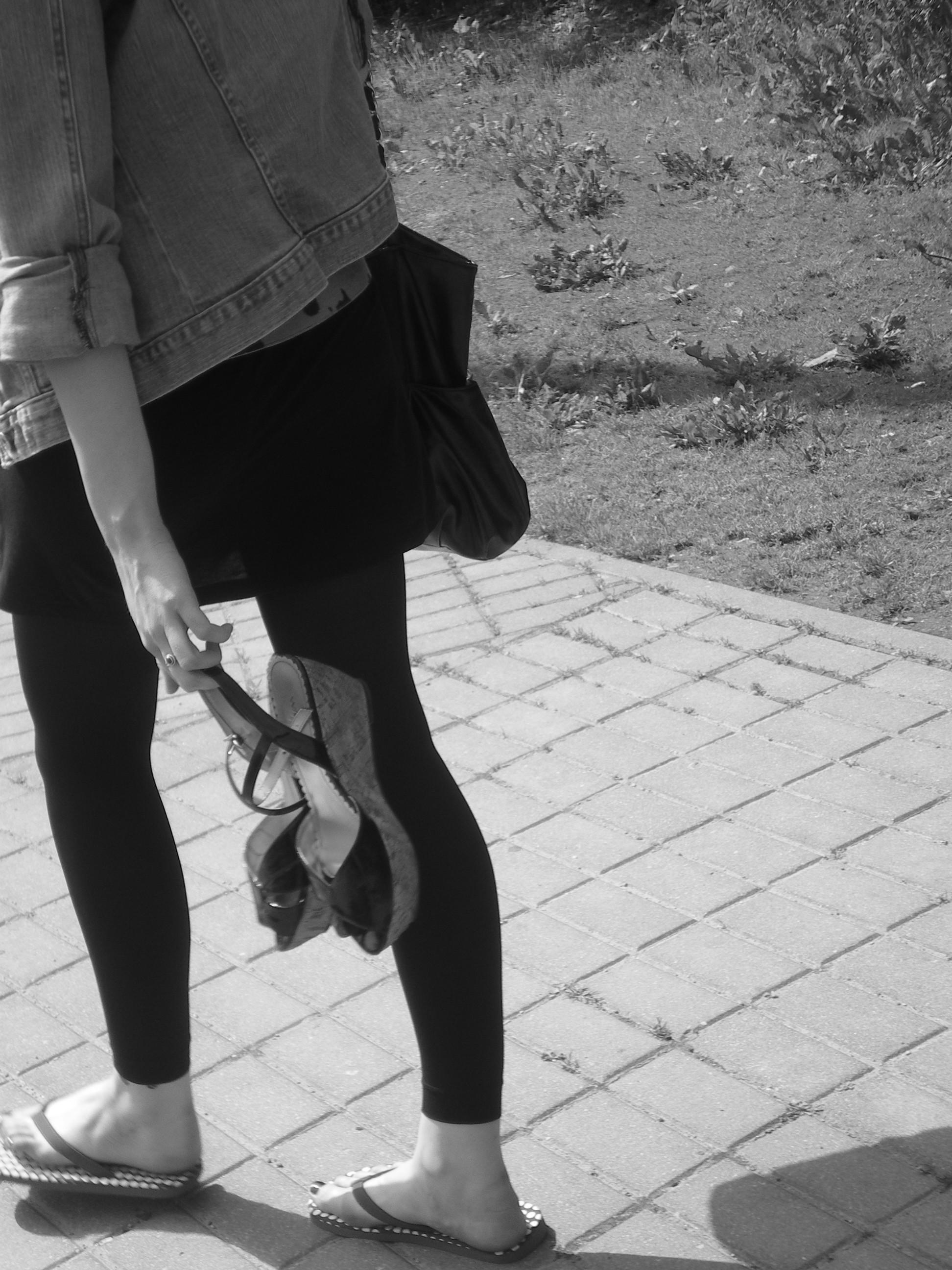 Einam pasivaikščiot. Su kava. Ir patogiais batais. Goštauto gatve.